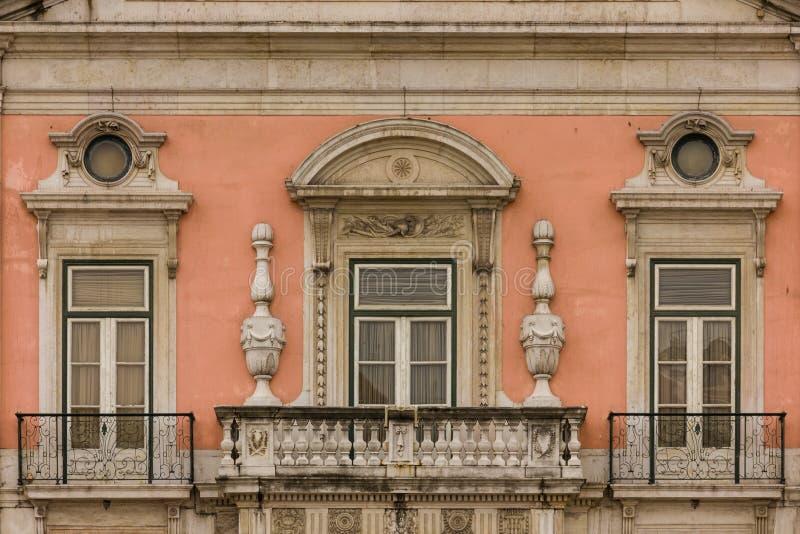 Barokke balkon en vensters. Foz paleis. Lissabon. Portugal stock afbeeldingen