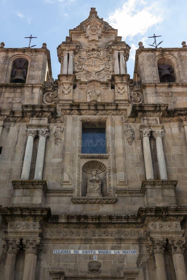 Barokke kerkvoorzijde stock afbeelding