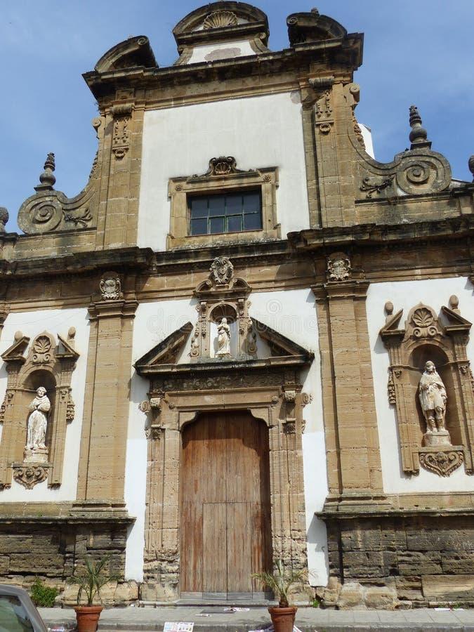 Barokke voorgevel van de parochie van Santo Stefano Protomartire dichtbij Zisa in Palermo in Sicilië, Italië royalty-vrije stock afbeeldingen