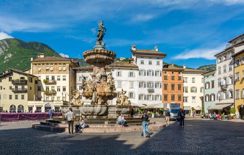 Barokowa fontanna Neptune przy piazza Del Duomo w centrum miasto Trento w regionie Trentino Altowy Adige, Sout fotografia stock