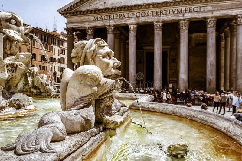 Barokowa fontanna przed panteonem, Rzym, Włochy fotografia royalty free