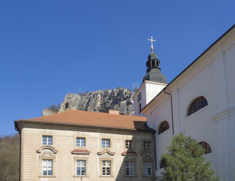 Barokowy Benedyktyński monaster, klasztor i kościół, Saint John pod falezą, Svaty Jan strąk Skalou, Beroun, centrala obrazy stock