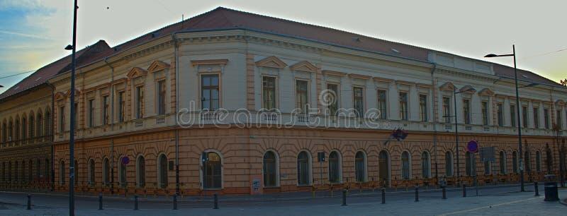 Barokowy budynek w starym węgra stylu na głównym placu zdjęcia stock