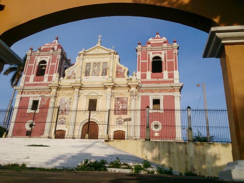 Baroku El Calvario Kościelna fasada, lokalizować w Leon, Nikaragua zdjęcia stock