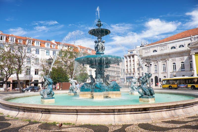 Baroku stylu brązu fontanny na Rossio kwadracie lisbon Portuga zdjęcia royalty free