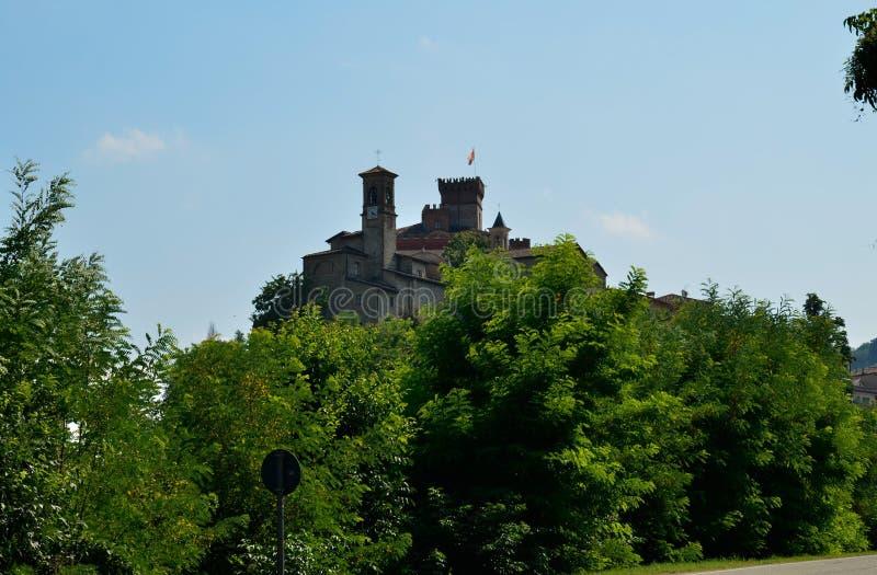 Barolo, επαρχία Cuneo, Piedmont, Ιταλία Τον Ιούλιο του 2018 Άποψη σχετικά με το ιστορικό κέντρο Barolo στοκ φωτογραφία με δικαίωμα ελεύθερης χρήσης