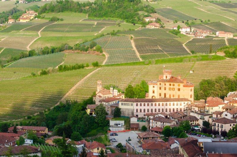 Barolo-Dorf und Schloss, Langhe lizenzfreie stockfotos