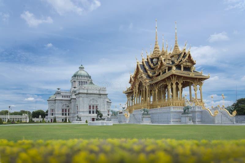 Barom Mangalanusarani Pavillian在阿南塔Samakhom王位霍尔,曼谷,泰国区域  库存图片