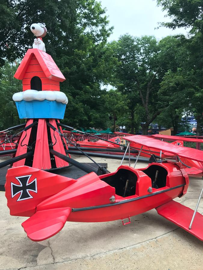 Baron Ride Snoopy et rouge au camp Snoopy dans Carowinds, Charlotte, OR images stock