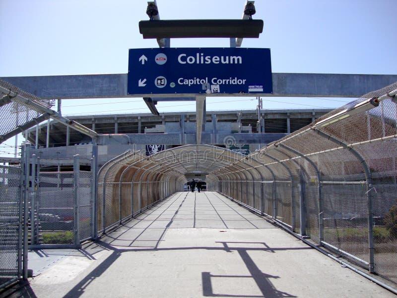 BARONET voetbrug aan Oakland Coliseum royalty-vrije stock foto's
