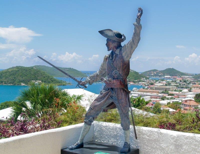 Baronete preto, capitão Bartholomew Roberts um pirata famoso com mar das caraíbas e ilhas fotografia de stock