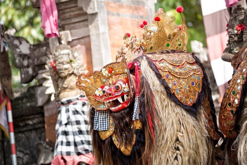 Barong dansmaskering av det mytologiska djuret, royaltyfri foto