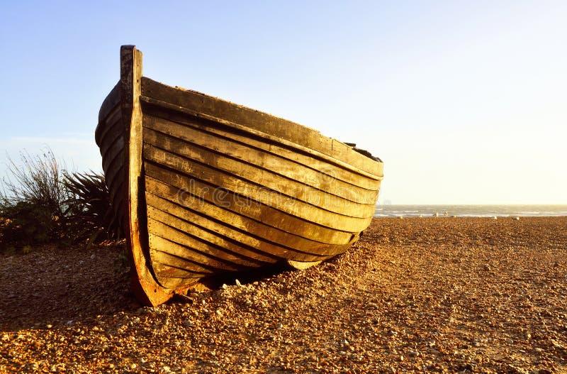 Barque do pescador no por do sol fotografia de stock