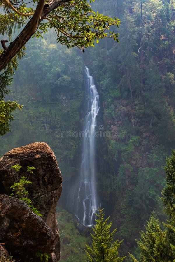 Barr Creek Falls lizenzfreie stockfotos