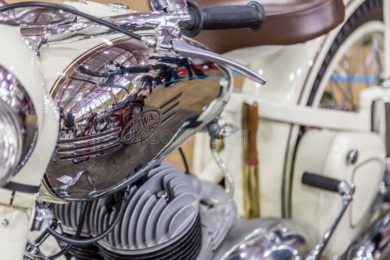 BARRA BONITA, БРАЗИЛИЯ - 17-ОЕ ИЮНЯ 2017: Винтажный мотоцикл Jawa внутри стоковая фотография