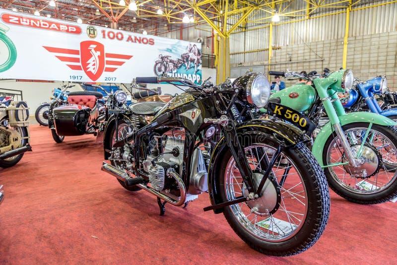 BARRA BONITA, EL BRASIL - 17 DE JUNIO DE 2017: Motorcycl del vintage del ndapp del ¼ de ZÃ imagen de archivo
