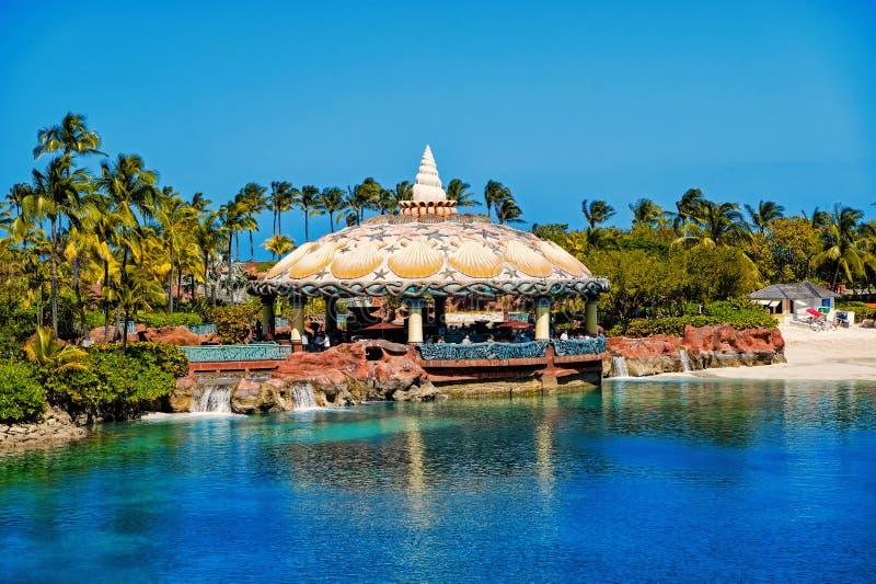 Barra da lagoa sob o teto aquático da abóbada em Nassau, Bahamas fotografia de stock
