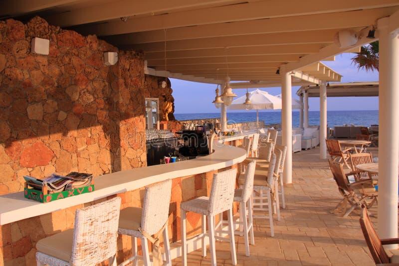 Barra da praia no recurso luxuoso foto de stock royalty free