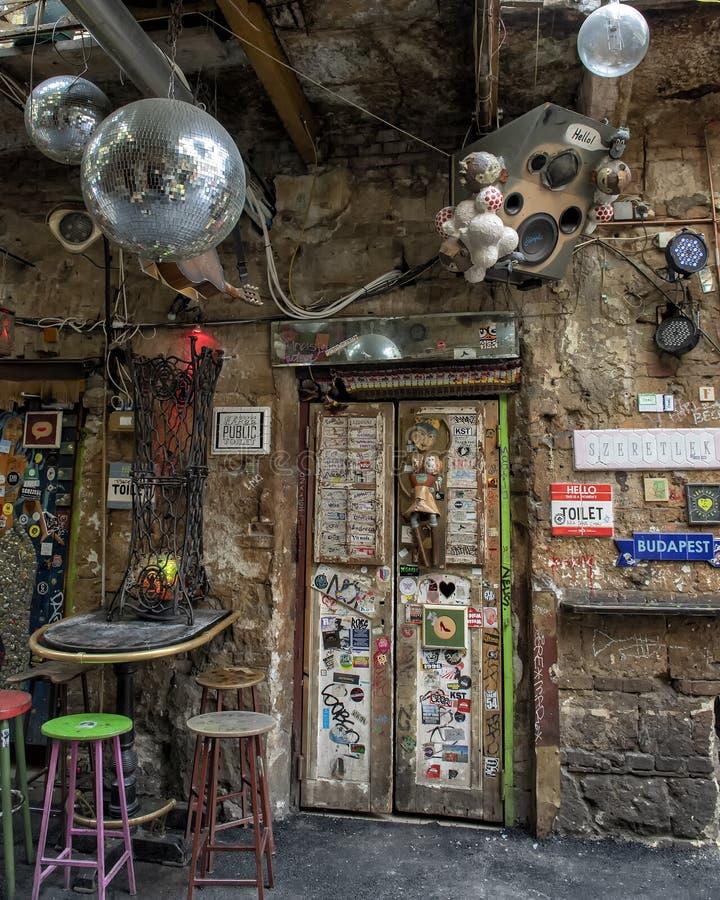 Barra da ruína em Budapest, Hungria imagem de stock royalty free