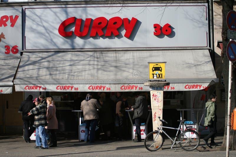 Barra de bocado de Currywurst, Berlín, Alemania imagen de archivo