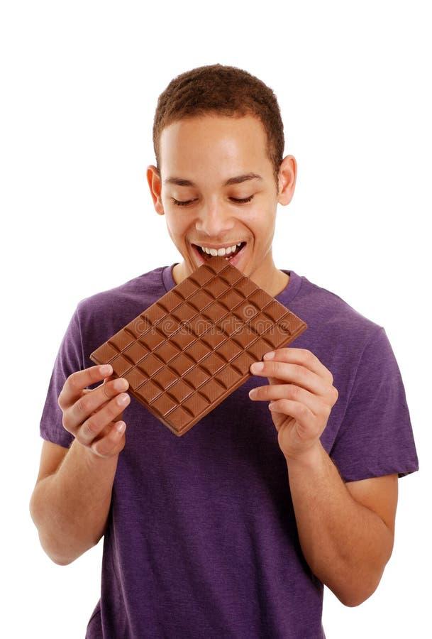 Barra de chocolate cortante do menino imagem de stock royalty free