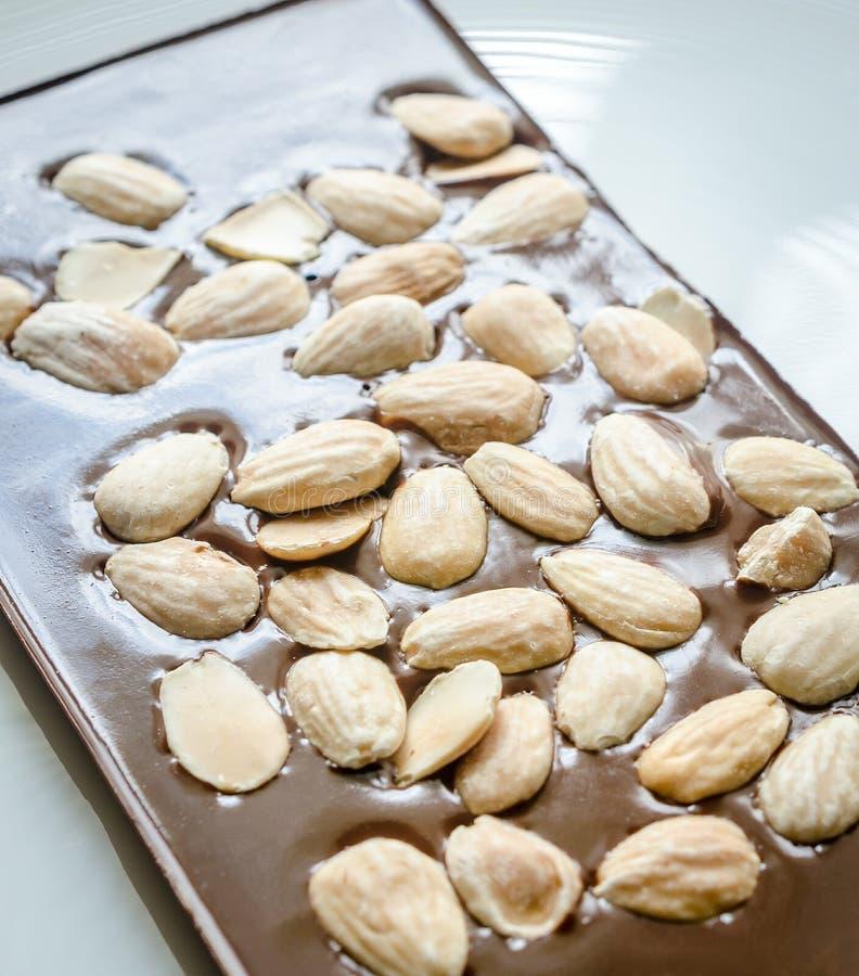 Download Barra De Chocolate De Lujo Con Las Almendras Enteras Imagen de archivo - Imagen de suizo, fondo: 41908847