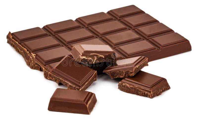 Barra de chocolate do leite isolada no fundo branco com trajeto de grampeamento foto de stock royalty free