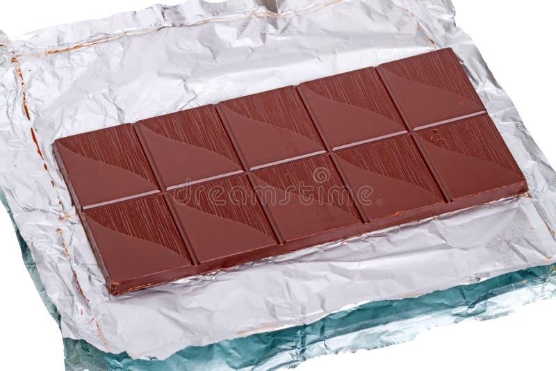 Barra de chocolate em uma folha fotografia de stock