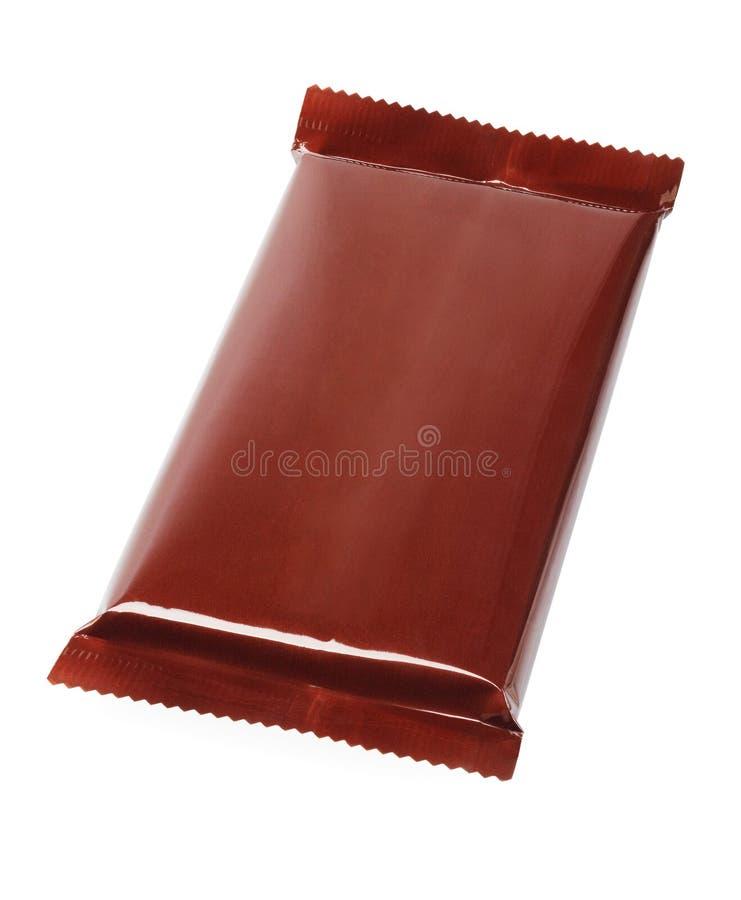 Barra de chocolate no envolvimento plástico fotografia de stock