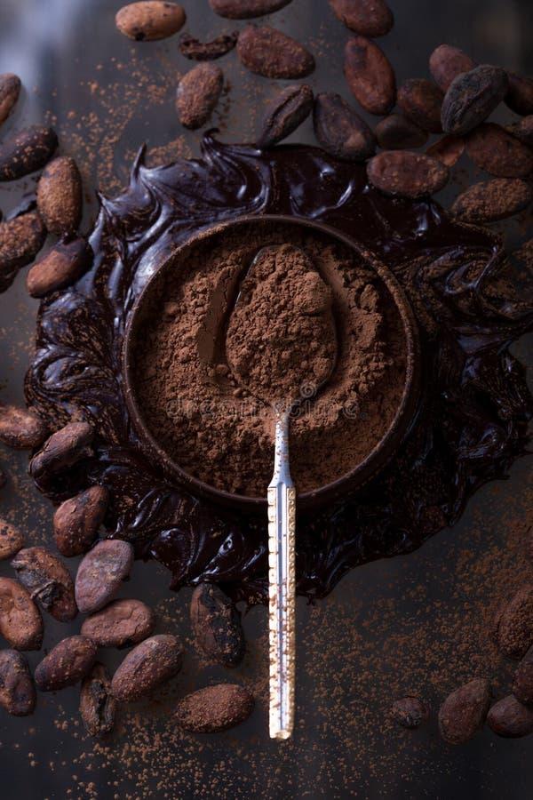 Barra de chocolate no fundo escuro Vista superior imagem de stock royalty free