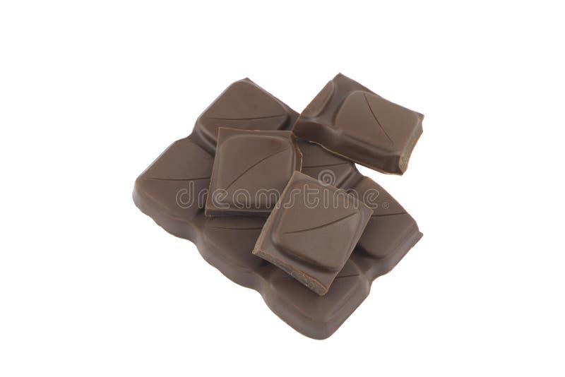Barra de chocolate quebrada isolada no fundo branco fotos de stock