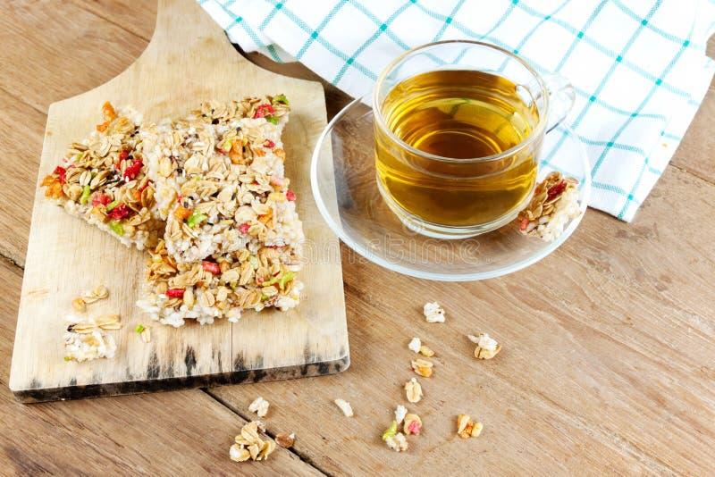 Barra de granola curruscante de los granos foto de archivo