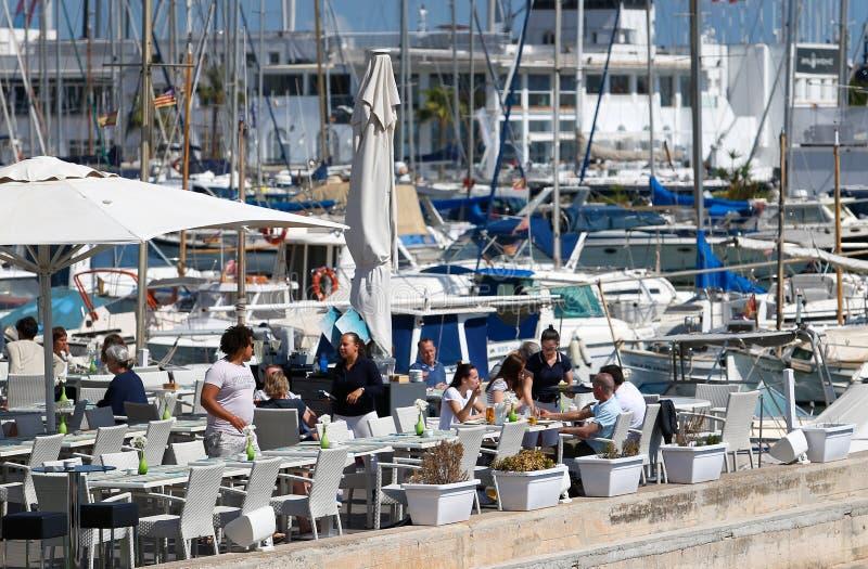 Barra de la terraza del touristice de Mallorca en puerto foto de archivo libre de regalías