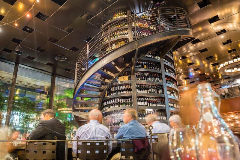 Barra de vinho da coluna foto de stock