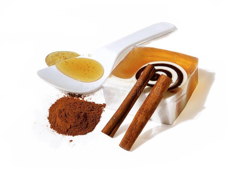 Barra del jabón de la miel y del canela foto de archivo libre de regalías