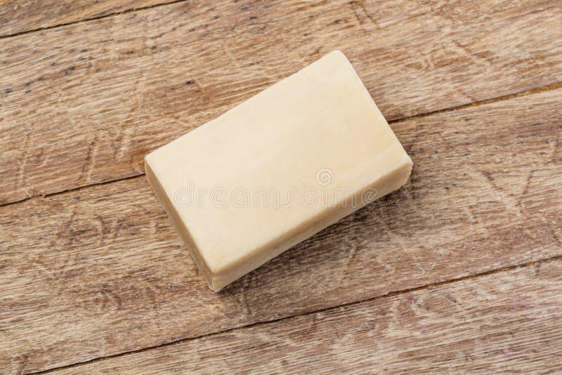Barra del sapone sul di legno fotografie stock libere da diritti