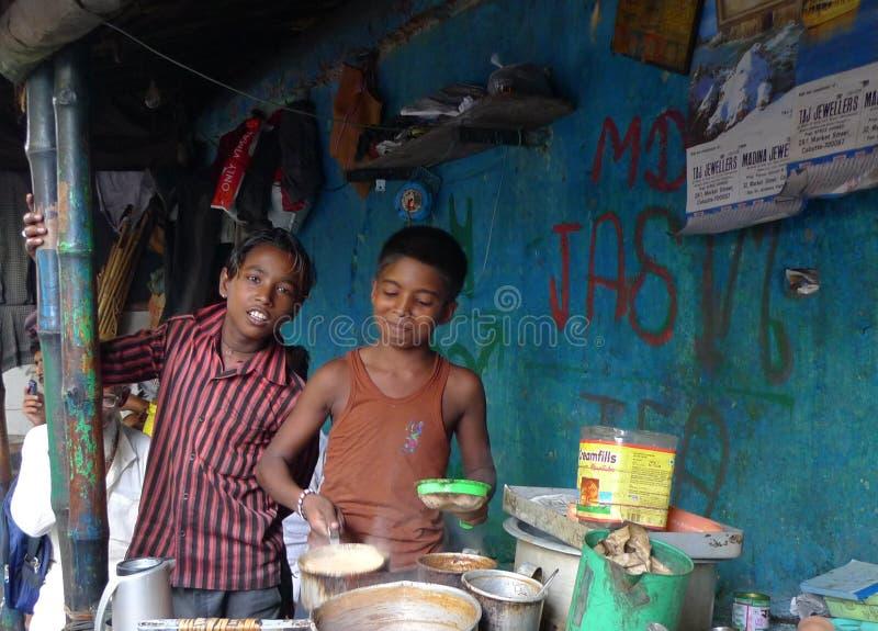 Barra del té de los cabritos - Kolkata (Calcutta - la India, Asia) imagen de archivo
