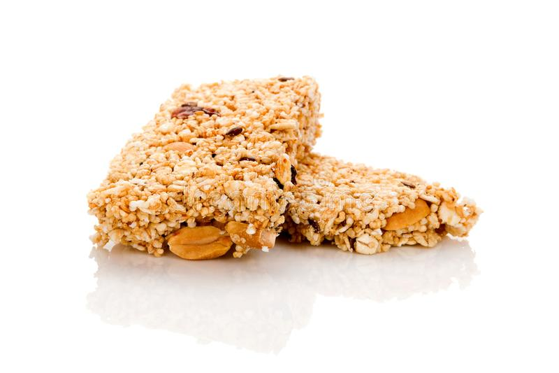 Barra di granola sana del cereale con frutta matta ed asciutta su w fotografia stock