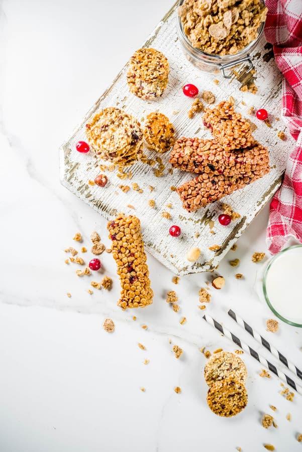 Barra do muesli do granola do cereal imagens de stock