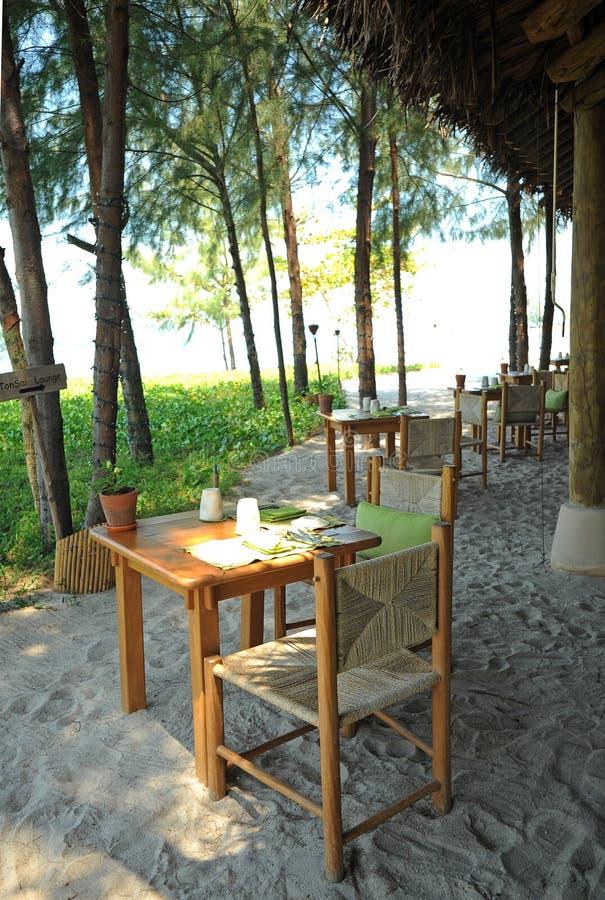 Barra e restaurante tropicais da praia fotos de stock
