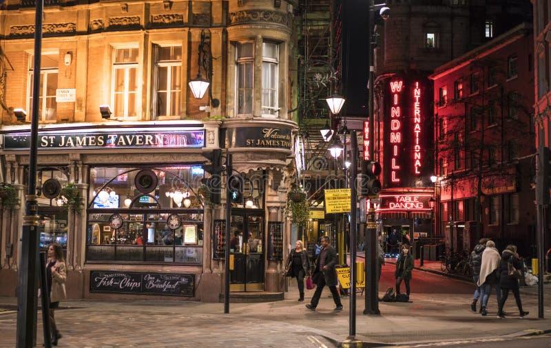 Barra famosa de la danza de la tabla del molino de viento en el West End de Londres - Soho Londres Reino Unido imagen de archivo