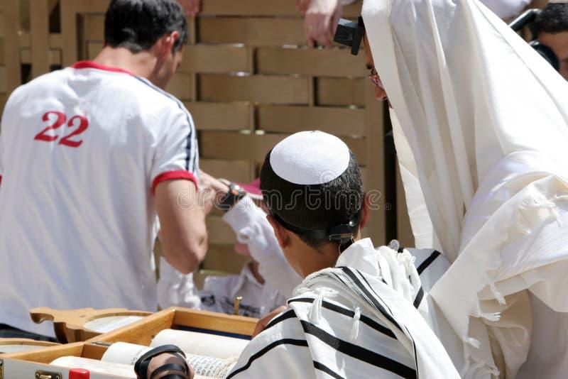 Barra Mitzvah en la pared occidental imagen de archivo libre de regalías