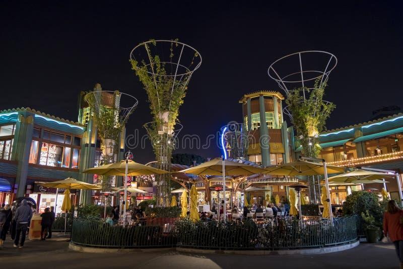 Barra no distrito do centro famoso de Disney, Disneyland Resort foto de stock