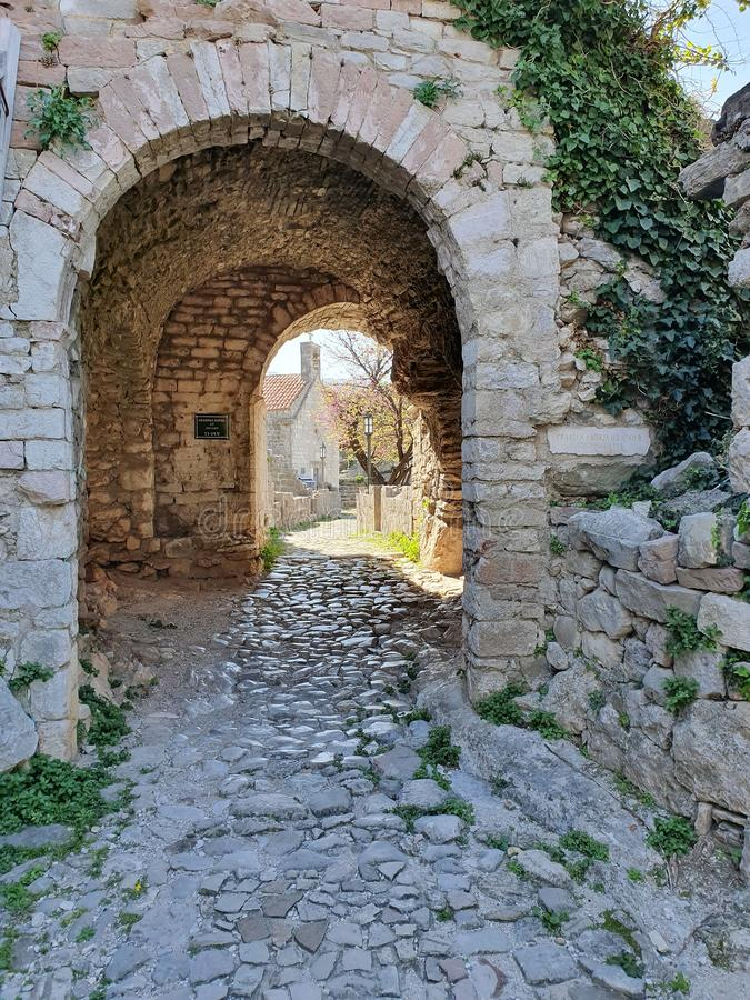 Barra velha da cidade da porta da cidade - Montenegro foto de stock