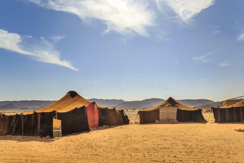 Barraca beduína com o céu azul claro acima dele imagem de stock royalty free