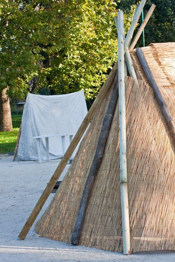 Barraca da palha e da madeira foto de stock royalty free