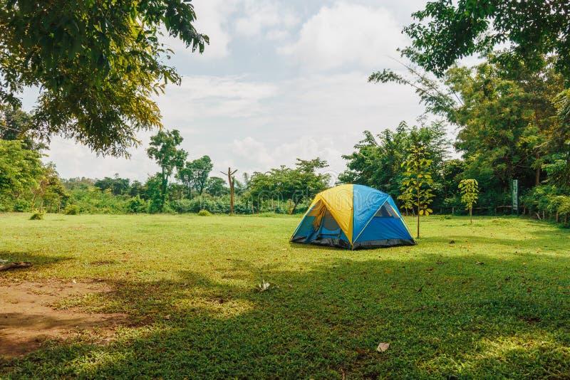 Barraca de acampamento do turista imagem de stock royalty free
