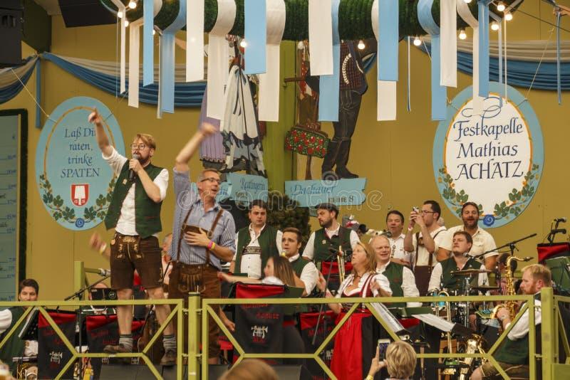 Barraca de Ochsenbraterei em Oktoberfest em Munich, Alemanha, 2016 imagem de stock