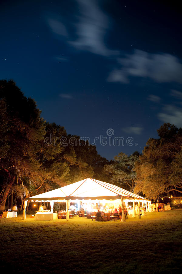 Barraca do evento na noite fotografia de stock royalty free
