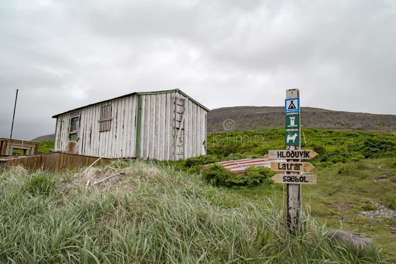 Barraca na rota trekking, névoa, chuva, Islândia fotografia de stock royalty free